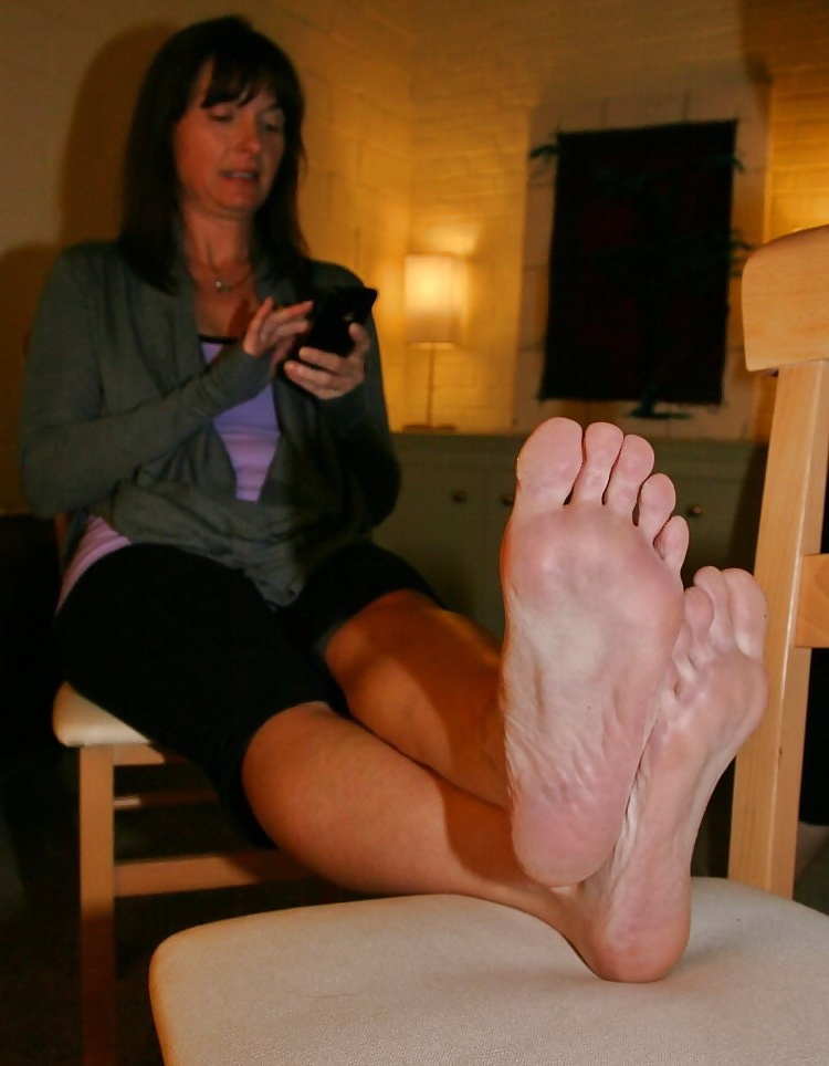 Inexperienced sizzling cougar feet..