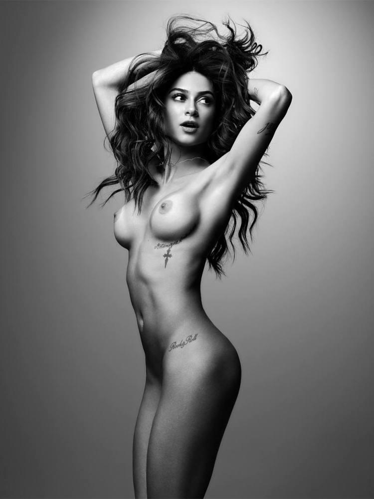 Os melhores Nudes da atriz Thaila..