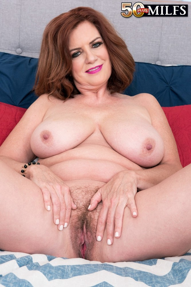 wild mother Andi James frigs her furry..