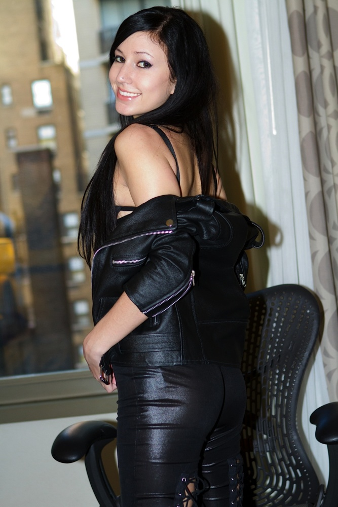 A black-haired stunner from Jan