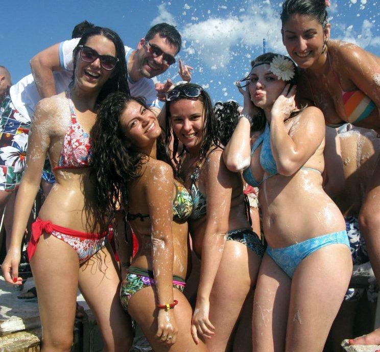 Jokey non-nude girl/girl gfs on vacation