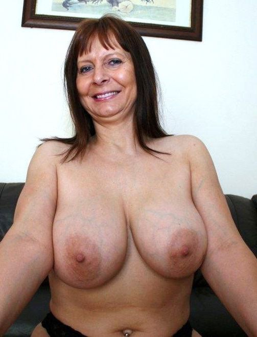 Smiley mature in underwear fumbles her..