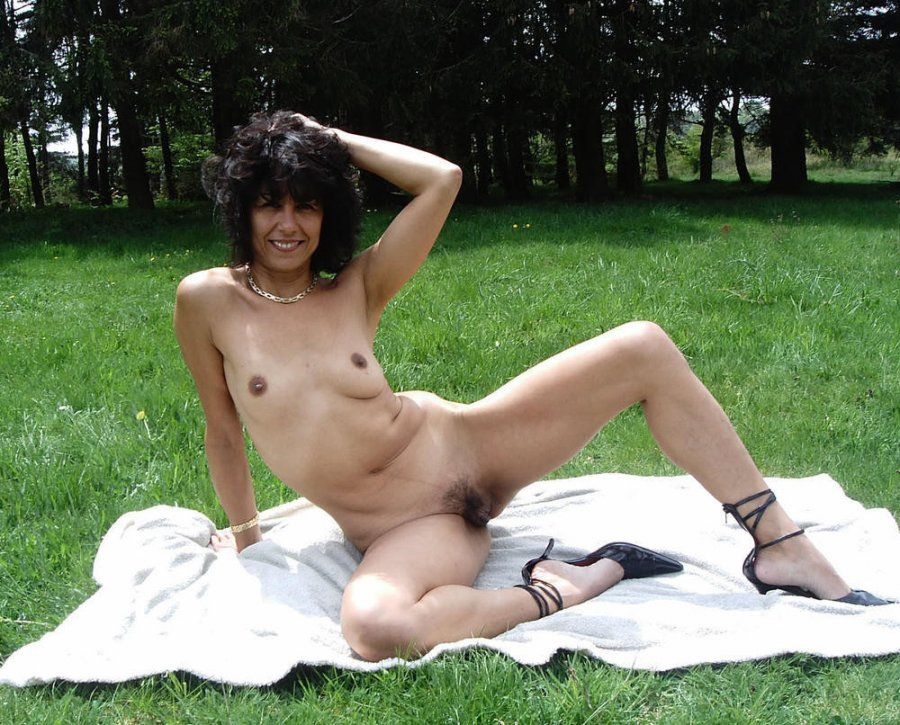 Curly brown-haired mummy nude outdoor