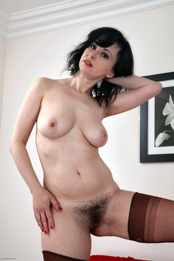 Marcela's unshaved cootchie flash in..